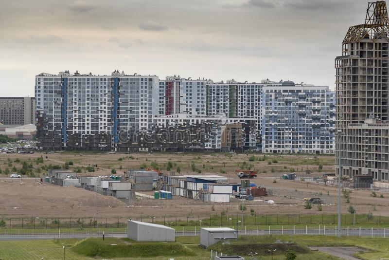 Palazzine di appartamenti russe moderne vicino al terminale St Petersburg Russia di crociera immagine stock libera da diritti