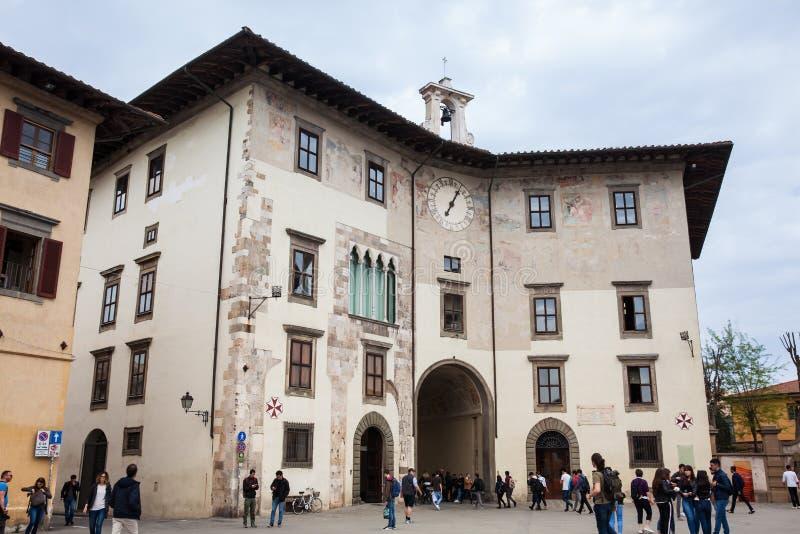 Palazzo小山谷Orologio也告诉了托尔della名望位于骑士在比萨摆正的Muda o della 免版税库存图片