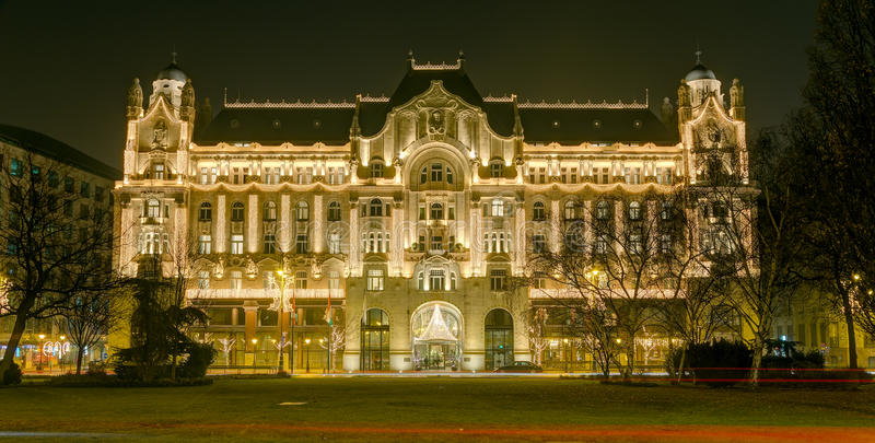 Palazzo alla notte, Budapest, Ungheria di Gresham immagini stock