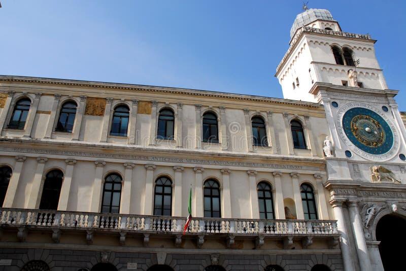 Palazzo Camerlenghi en de mooie klokketoren van Padua in Veneto (Italië) royalty-vrije stock afbeelding