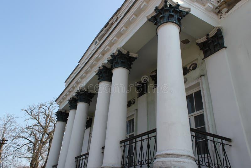 Palazzo, casa, città, architettura, colonne bianco Fine del XIX secolo fotografie stock