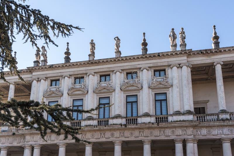 Palazzo Chiericati, uma construção do renascimento projetada e construída pelo grande arquiteto venetian Andrea Palladio - Vicenz foto de stock