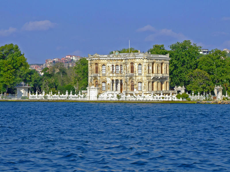 Palazzo Costantinopoli di Kucuksu fotografia stock