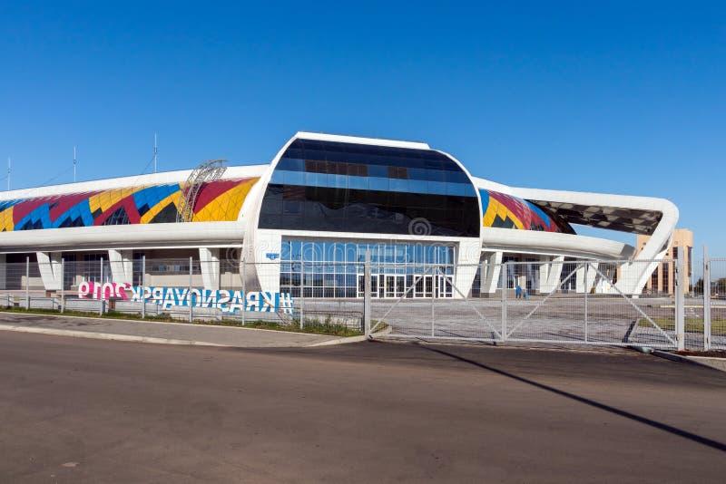 Palazzo Crystal Ice Arena di sport sulla via di Partizana Zheleznyaka della città di Krasnojarsk, costruita per l'inverno Univers fotografia stock