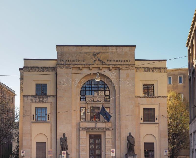 Palazzo-dei Mutilati (Haus von verst?mmelt) in Verona stockfotos