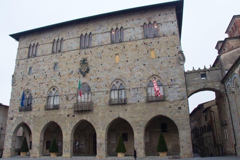 Palazzo del Comune正面图  大厦城市圆柱状大厅匈牙利 皮斯托亚市政博物馆  托斯卡纳 意大利 免版税库存图片
