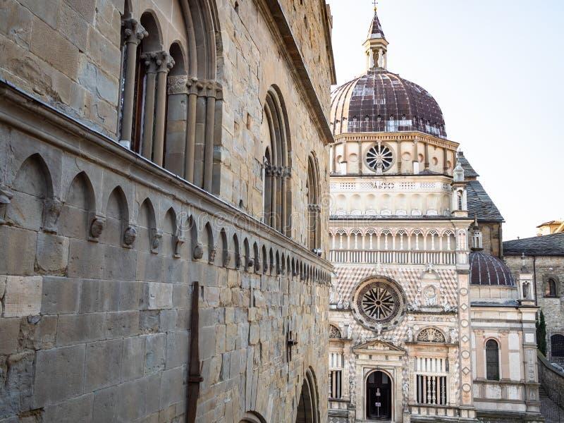 Palazzo della Ragione och Cappella Colleoni royaltyfria foton