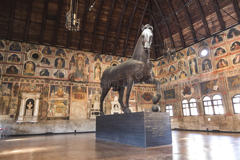 Palazzo della Ragione z drewnianą rzeźbą koński koń trojański robić w 1466 Padua obrazy stock