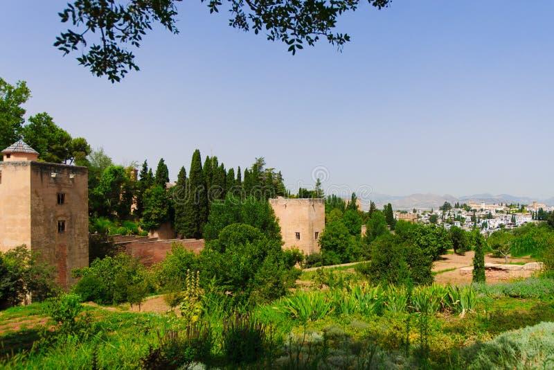 Palazzo di Alhambra e vista della città di Granada, Spagna immagine stock libera da diritti