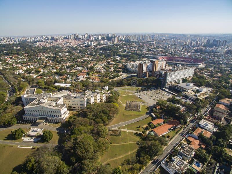 Palazzo di Bandeirantes, governo dello stato di Sao Paulo, nella vicinanza di Morumbi, il Brasile fotografia stock libera da diritti