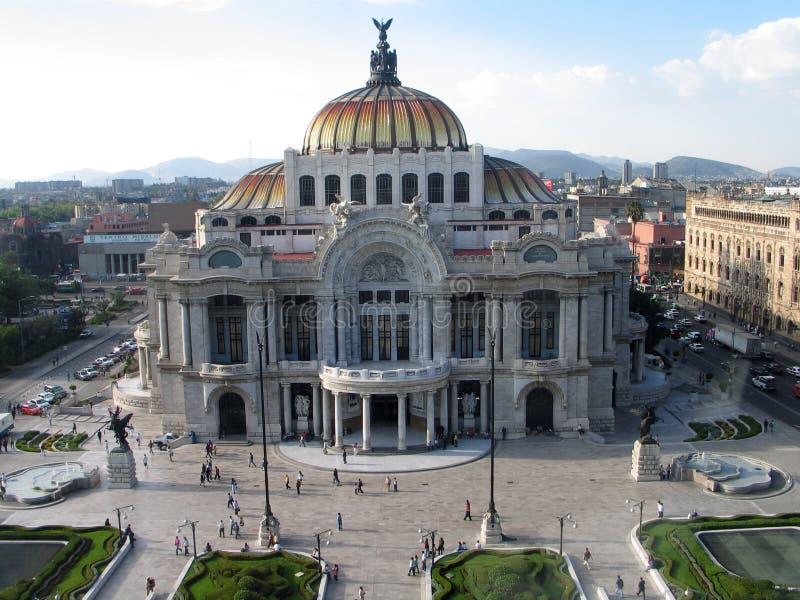 Palazzo di Bellas Artes a Messico City? di s città giù fotografia stock libera da diritti