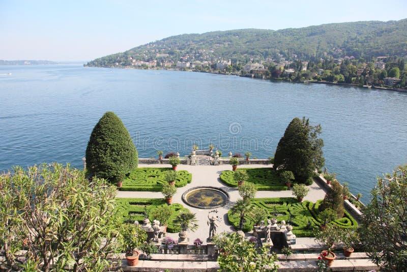 Palazzo di Borromeo e lago Maggiore fotografia stock