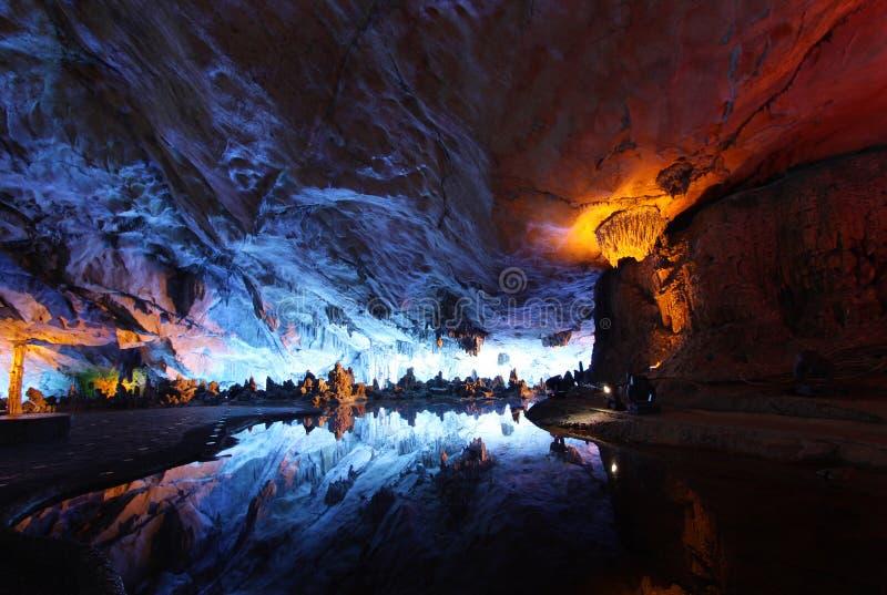 Palazzo di cristallo guilin della caverna a lamella della scanalatura fotografia stock