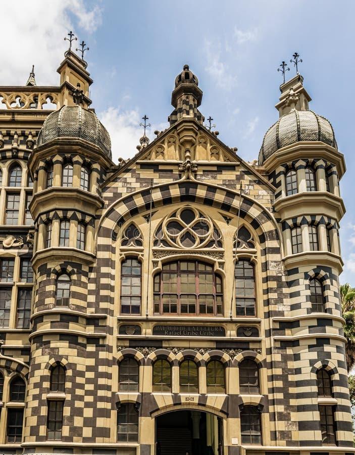 Palazzo di cultura Rafael Uribe Uribe e dello symbo edificio di Coltejer immagini stock libere da diritti