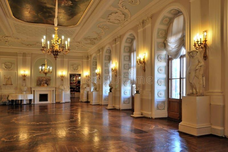 Palazzo di Gatchina, Corridoio bianco fotografia stock