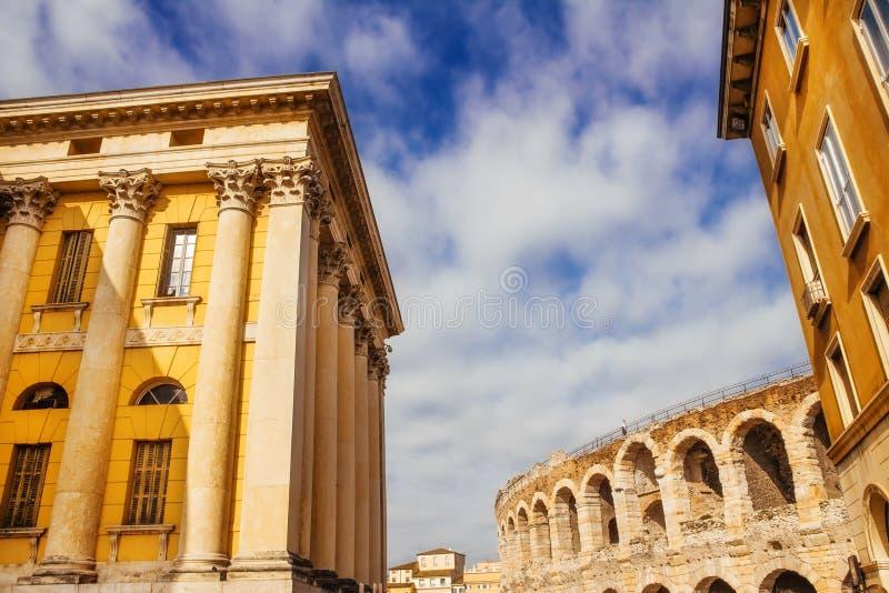 Palazzo di Gran Guardia e di Verona Arena fotografie stock libere da diritti