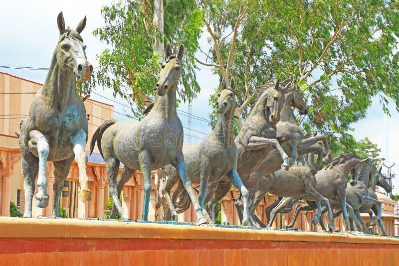 Palazzo di kota delle statue del cavallo e motivi India fotografia stock