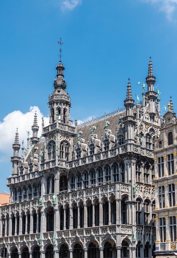 Palazzo di Maison du Roi dal lato di nordest di Grand Place, Bruxelles Belgio fotografia stock