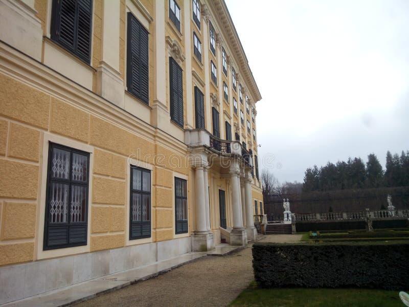 Palazzo di Schönnbrunn nella costruzione della parte posteriore di Wien fotografia stock