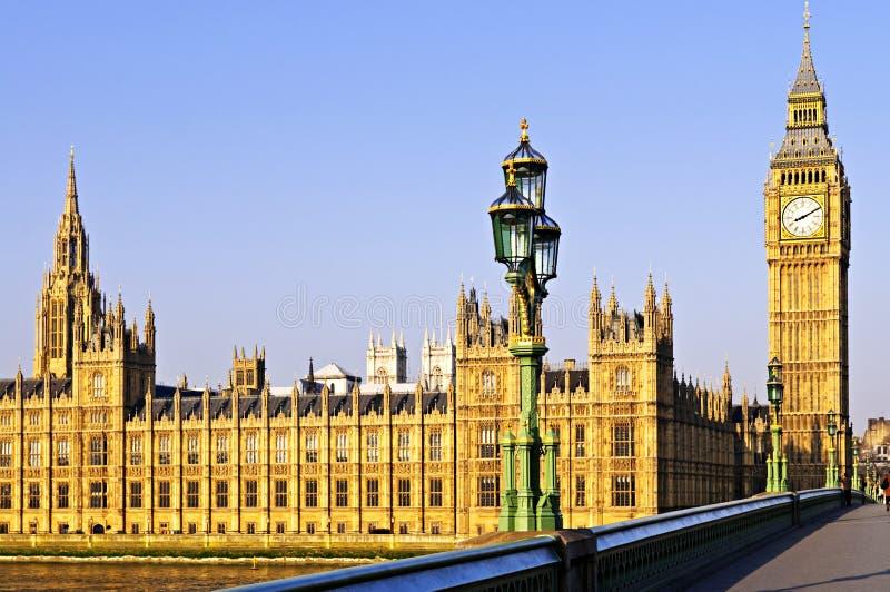 Palazzo di Westminster dal ponticello fotografia stock libera da diritti