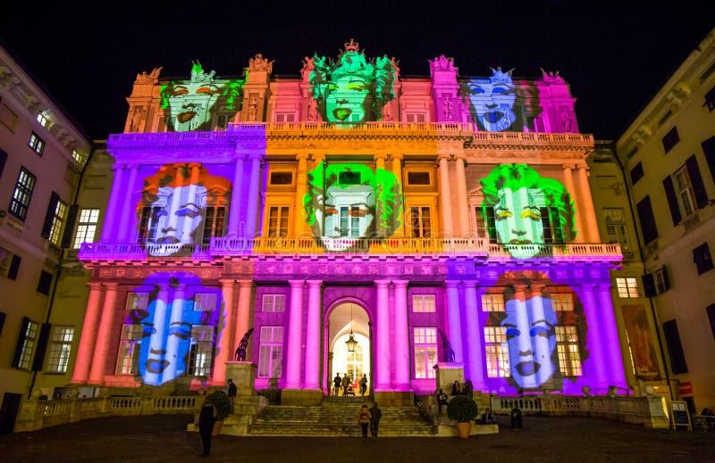 Palazzo Ducale, zeigen engagiertes zur Andy Warhol-Ereignisbelichtung in Genua, Italien Die Projektion stellt das Gesicht von Mar stockbild