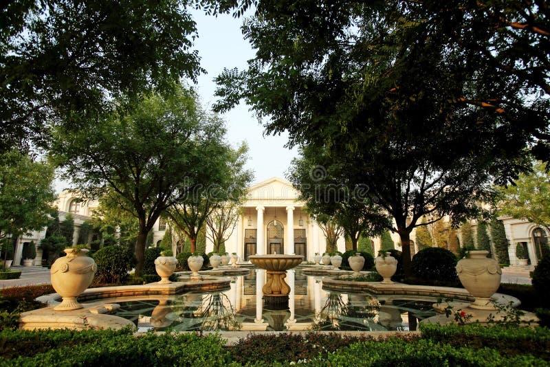 Palazzo e giardini immagine stock