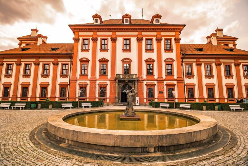 Palazzo e giardino di Troja di estate a Praga, repubblica Ceca immagini stock libere da diritti