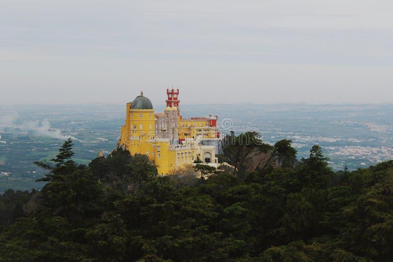 Palazzo e parco nazionale di Pena in Sintra portugal fotografia stock