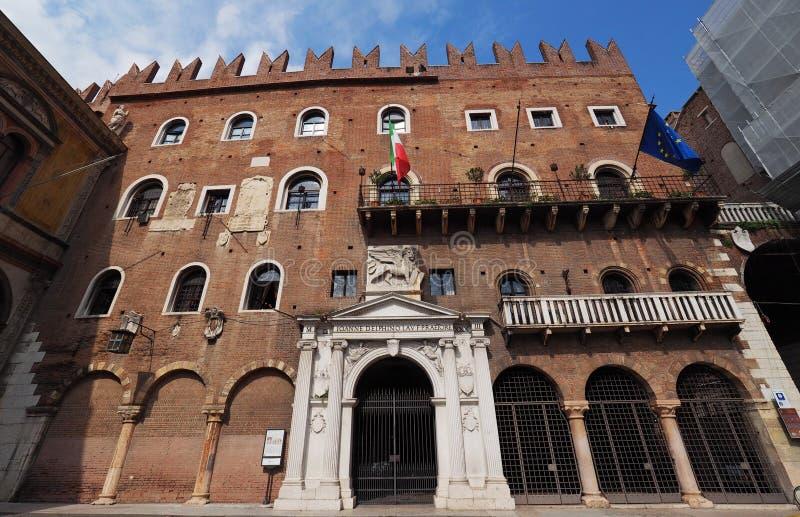 Palazzo Governo slott och Loggia del Consiglio arkivbild