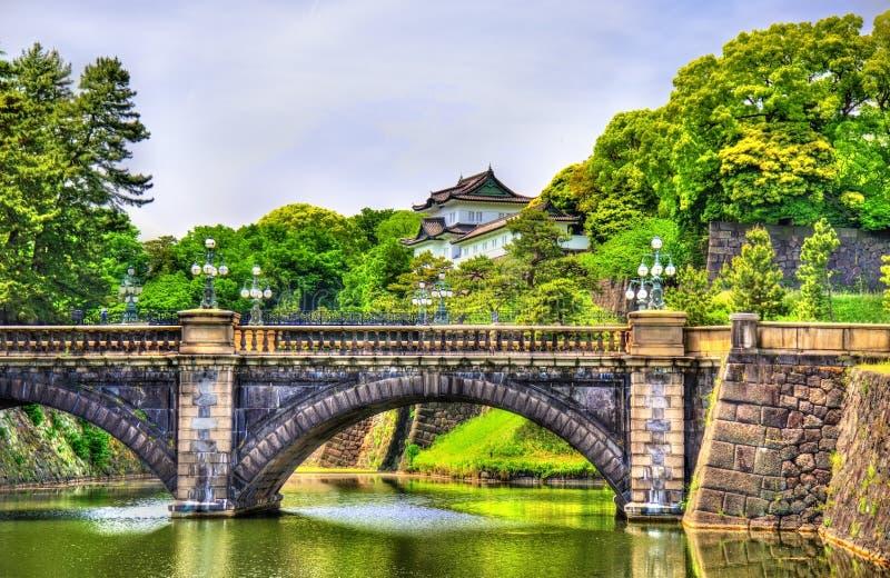 Palazzo imperiale con il ponte di Nijubashi a Tokyo fotografie stock