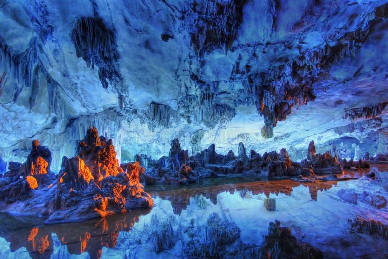 Palazzo a lamella del cristallo della caverna della scanalatura fotografie stock libere da diritti