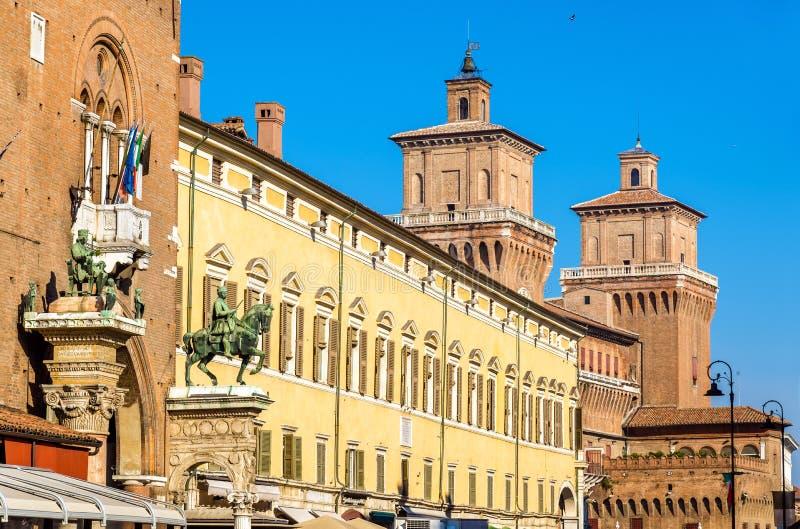 Palazzo Municipale и Castello Estense в Ферраре стоковые фотографии rf