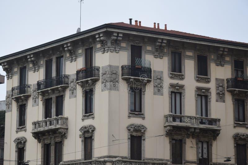 Palazzo no corso Vercelli, no centro de Milão fotos de stock royalty free