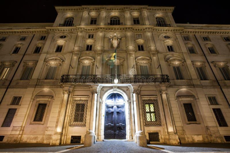 Palazzo Pamphilj Indicadores velhos bonitos em Roma (Italy) imagem de stock