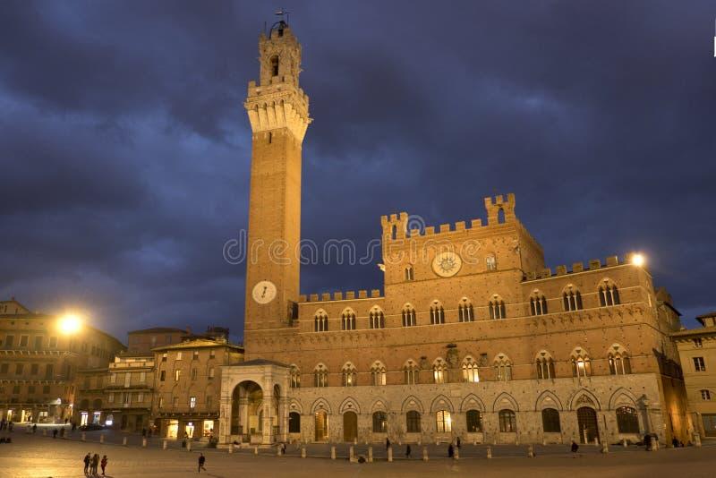 Palazzo Publico e torre de Torre del Mangia Mangia foto de stock royalty free