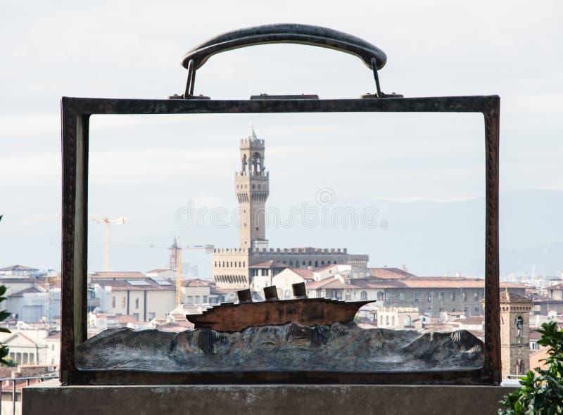 Palazzo Vecchio的看法通过与蟒蛇的金属框架 库存照片
