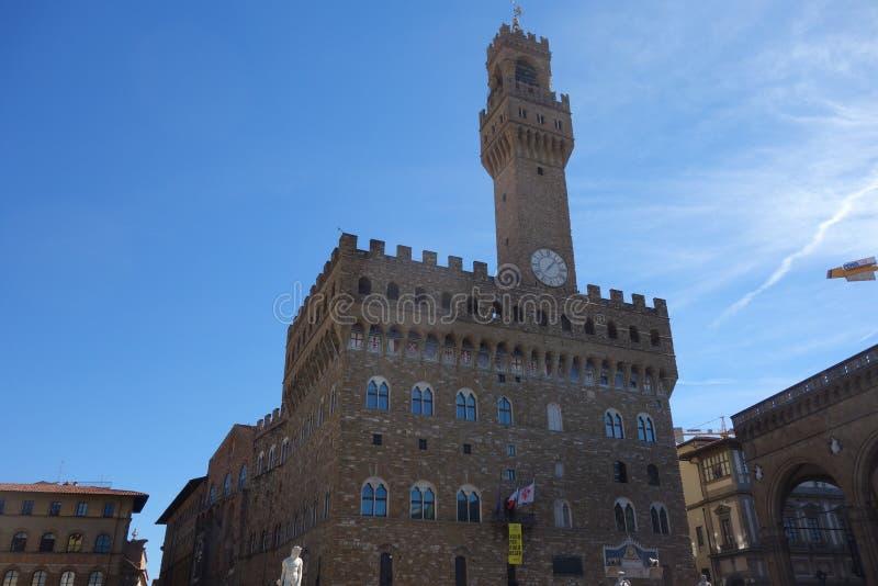 Palazzo Vecchio обозревает della Signoria аркады стоковое изображение