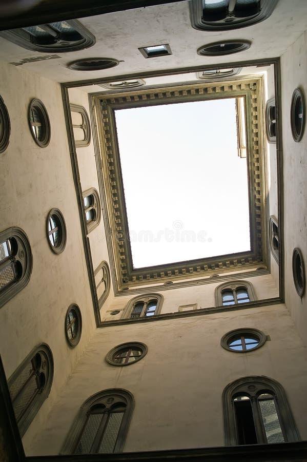 Palazzo Vecchio. Indicador claro do pátio imagens de stock