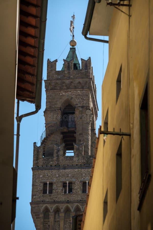 Palazzo Vecchio-klocktorn på dagtid royaltyfri foto