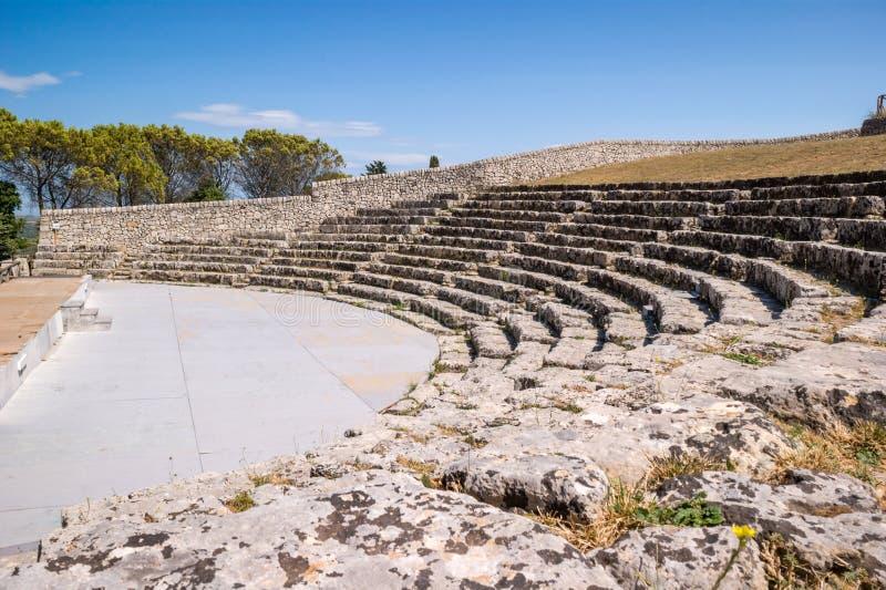 Palazzolo Acreide, Италия - взгляд театра древнегреческого стоковое изображение