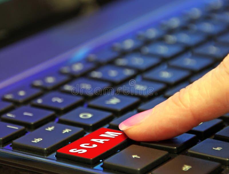 Palcowy naciskowy pcha puszka bajerowania przekrętu komputerowej klawiatury guzika czerwony słowo fotografia stock