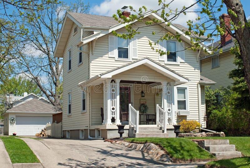 Pale Yellow Neighborhood House royalty-vrije stock afbeeldingen