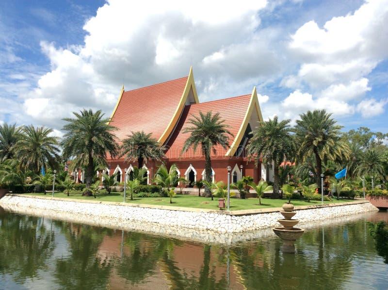 Paleis dat het Koninklijke Monument van Koning Naresuan huisvest ภstock afbeelding