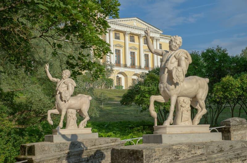 Paleis in Pavlovsk park stock afbeelding