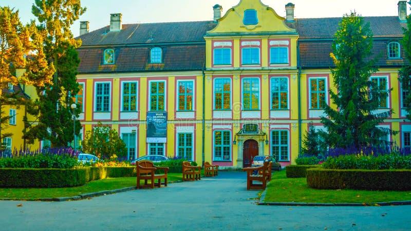 Paleis in Polna - mooie paleistuin - een plaats om te wandelen - Januari 2019 stock afbeelding