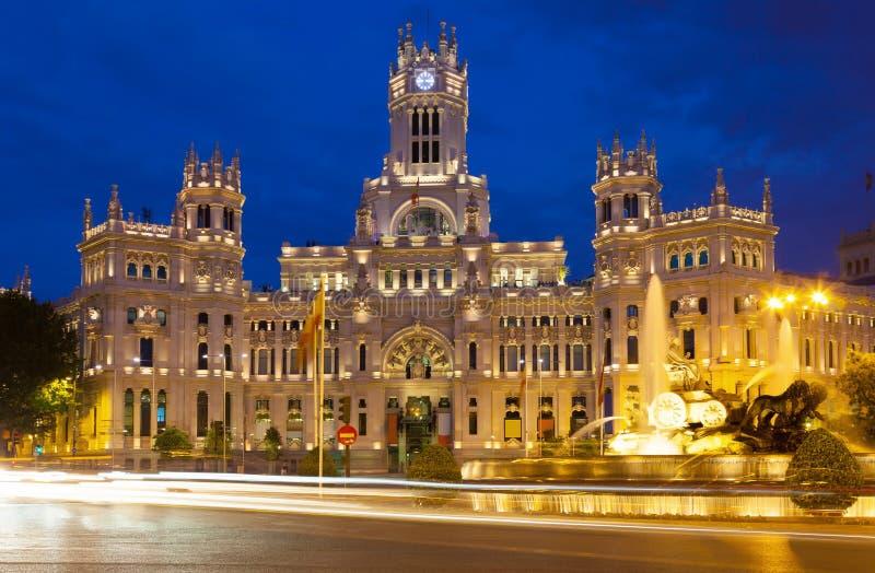 Paleis van Mededeling in nacht. Madrid, Spanje stock foto's