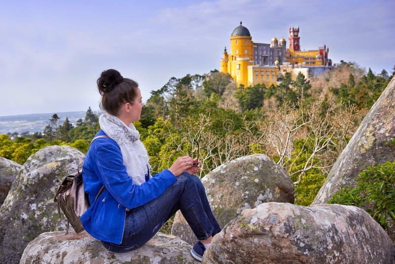 Paleis van Pena, Vrouwenreiziger in Sintra, Lissabon royalty-vrije stock foto's