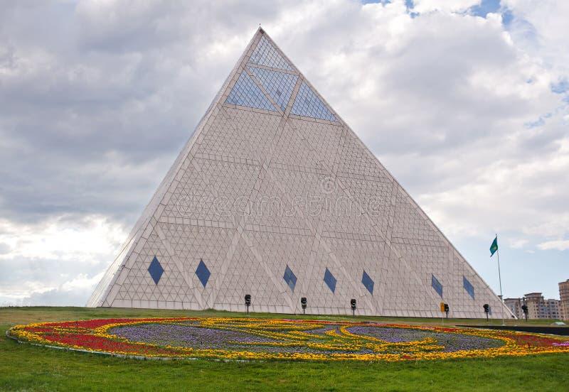 Paleis van Vrede en Overeenstemming - Piramide (Astana, Kazachstan) royalty-vrije stock afbeeldingen