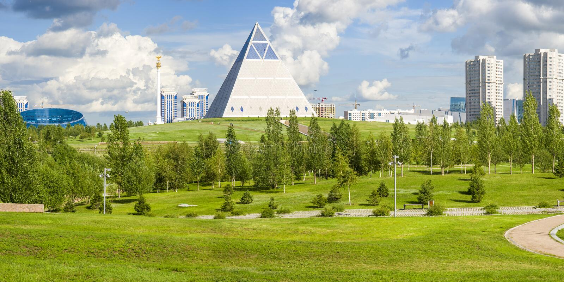 Paleis van Vrede en Verzoening in Astana-stad stock afbeelding