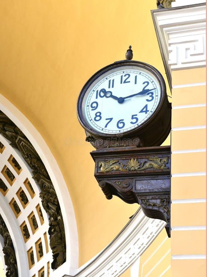 Paleis vierkante chiming klok royalty-vrije stock afbeeldingen
